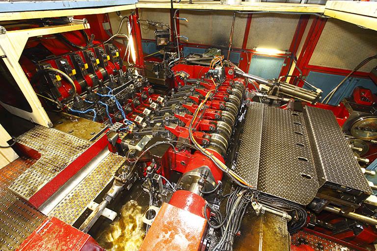 Ofrecemos soluciones de forja en frío de piezas metálicas para el sector automotriz.
